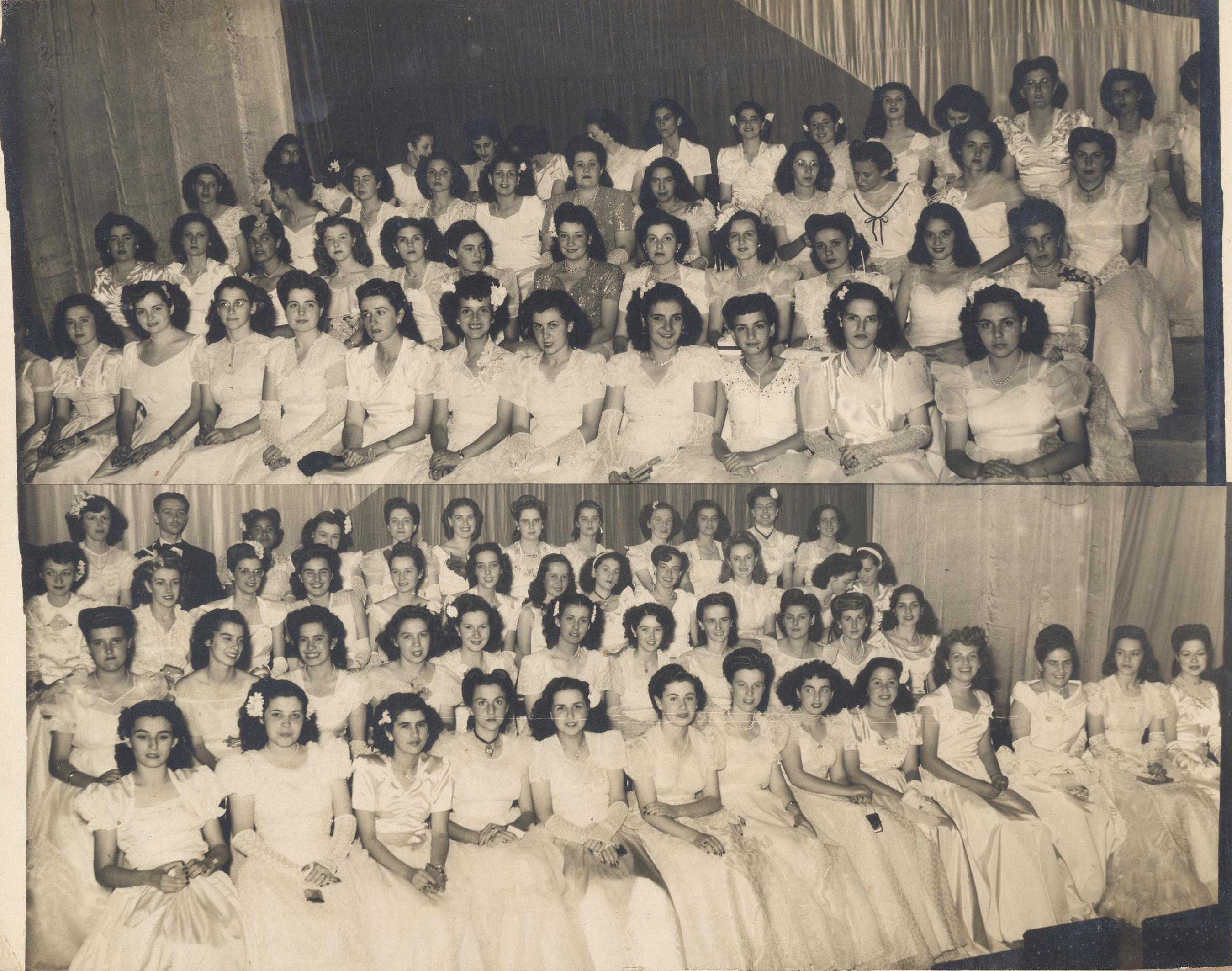 Duas fotos de turma só de garotas. Todas estão sentadas e de branco.