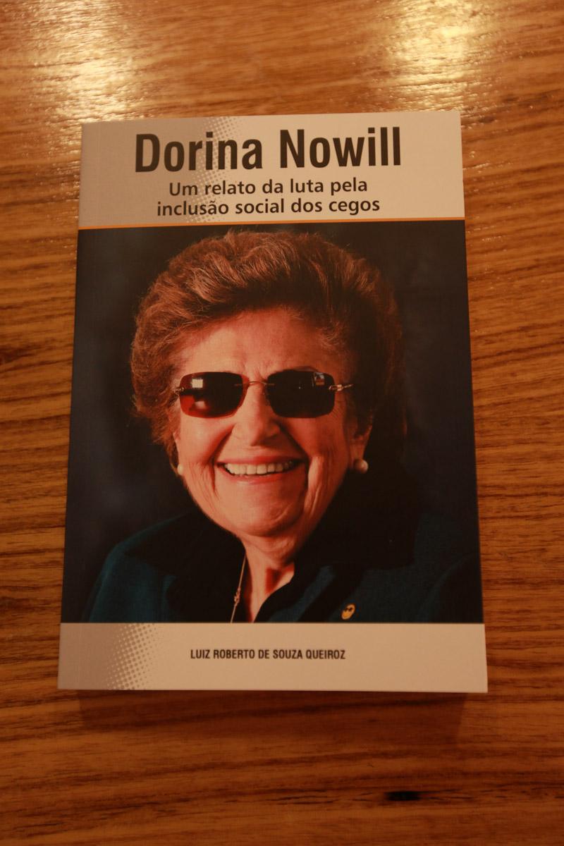 Foto em close da capa do livro
