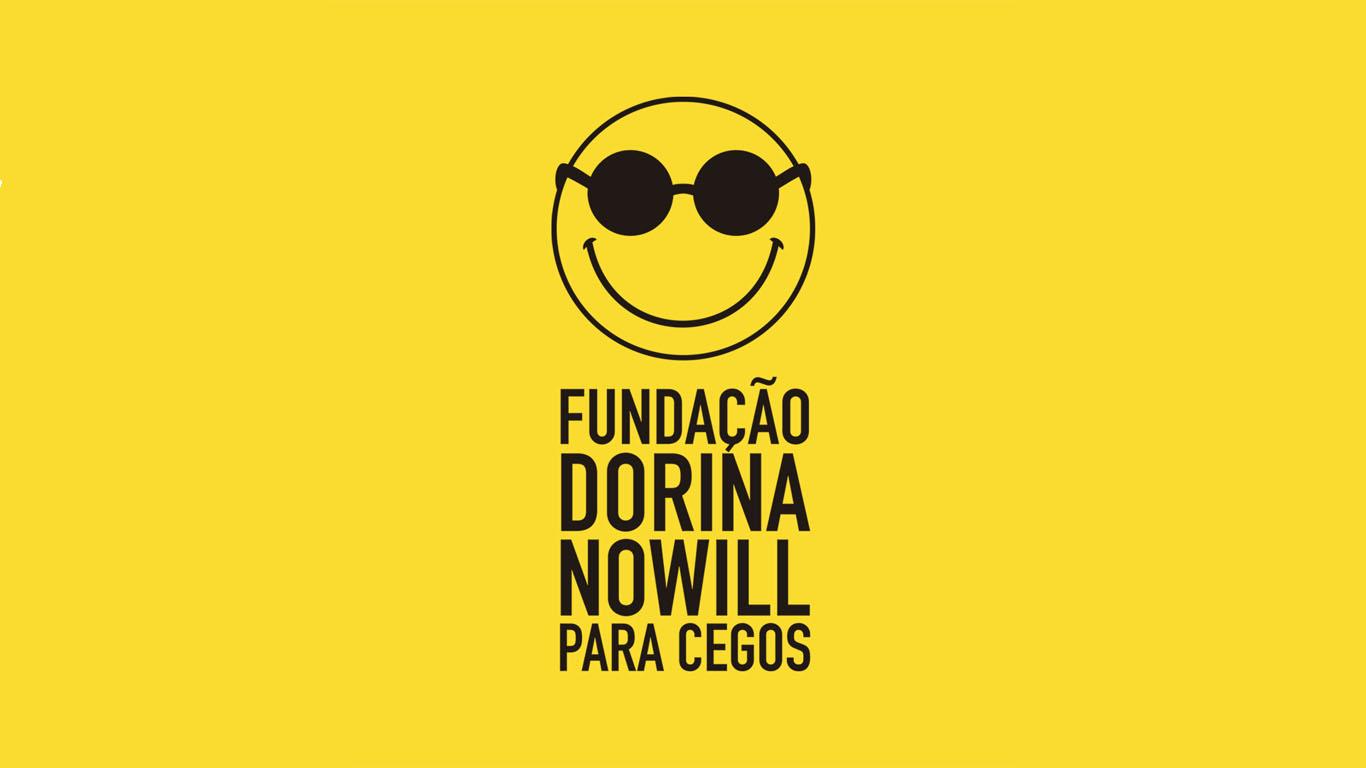 Descrição da imagem: logotipo da Fundação Dorina na cor preta aplicado em fundo amarelo